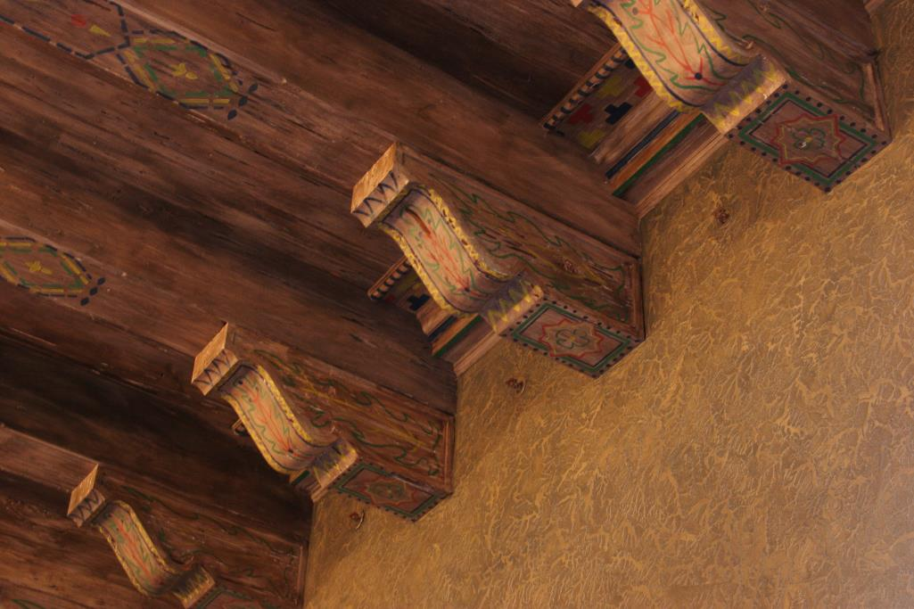 Detail photo of ceiling in Historic Courtroom.
